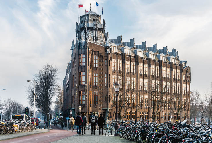 Bijzondere Bouwstijl Amsterdamse School Bestaat 100 Jaar
