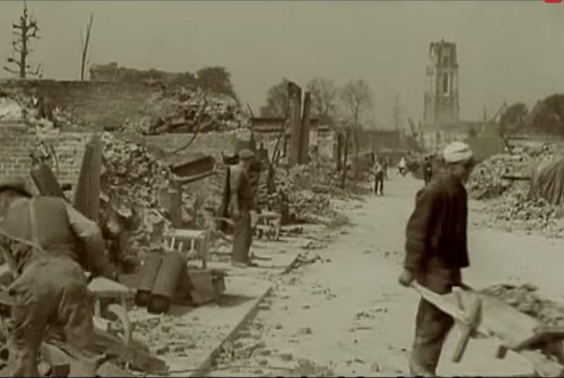 Unieke beelden van rotterdam na bombardement 1940 for Lantaren venster rotterdam agenda