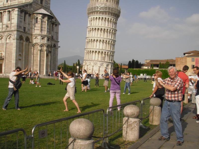 Ontwerper Toren Van Pisa.Wordt Online Vakantiekiekje Met Eiffeltoren Strafbaar Nederland